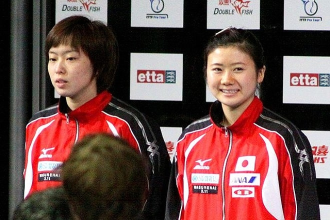 Ishikawa (links) und Fukuhara bei den ITTF in London 2011